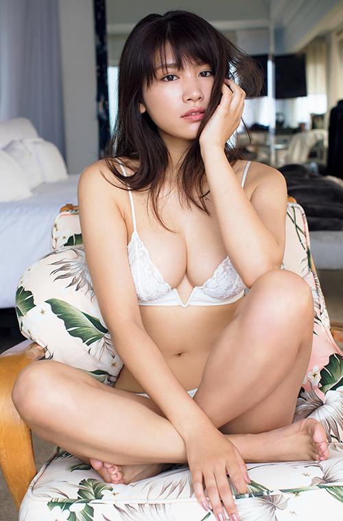 久松郁実(22)、3年ぶりの写真集「LA」が発売!一部カットを先行公開