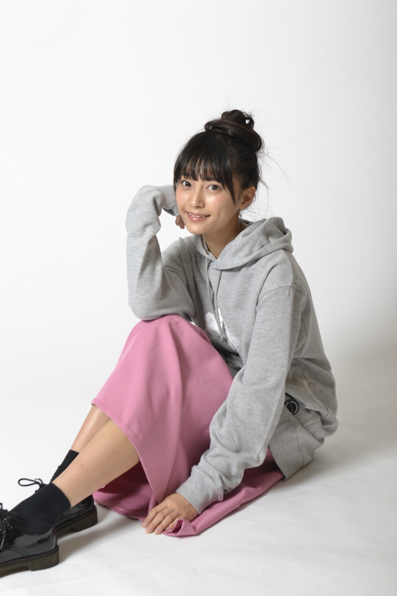 マジパン・小山リーナ、LIVERTINE AGEのコラボパーカーが発売!