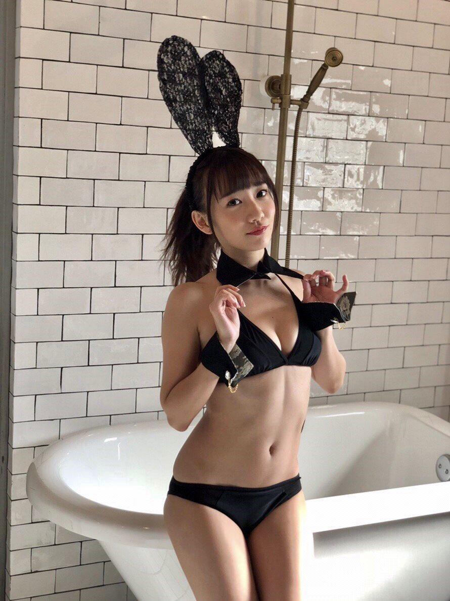 元「Cheeky Parade」の関根優那(24)、黒ビキニのバニーガール姿でファンを悩殺!