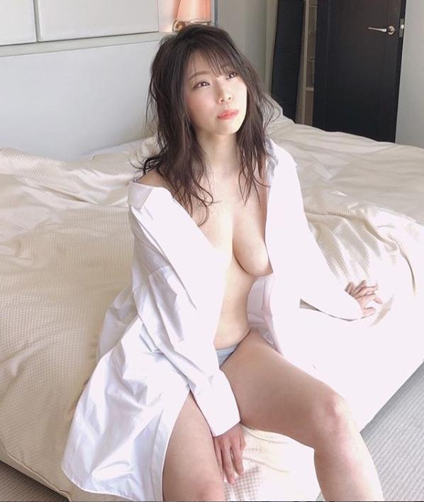 Hカップ・鈴木ふみ奈のギリギリ過ぎるセクシーショットにファン大絶賛!「美の最終形態」