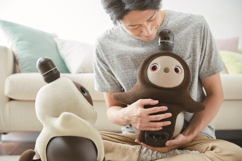 可愛すぎる新型ロボット「LOVOT」がテレワークの救世主に。つらい自宅生活を癒してくれる!