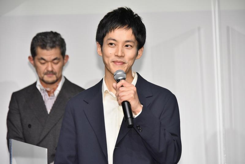 おめでとうございます!松坂桃李が戸田恵梨香との結婚後初の公の場!祝福しかない